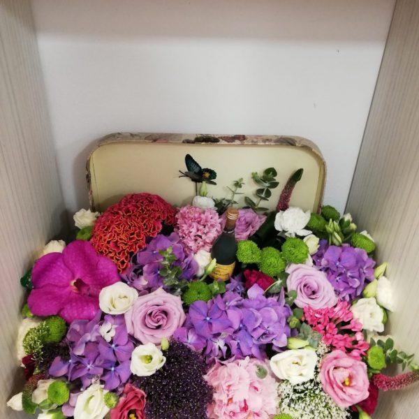 Aranjament Floral în Cutie Valiză